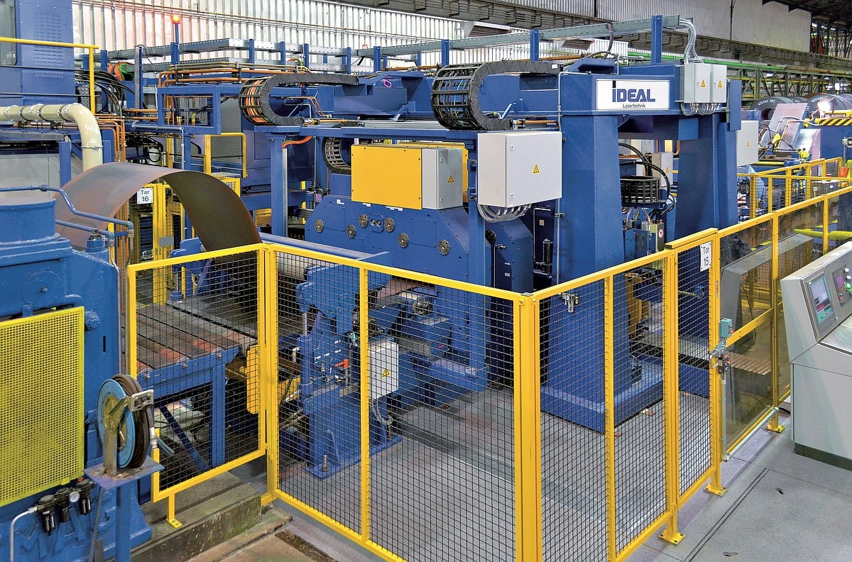 IDEAL-LAS-200-series-laser-welder-in-manufacturing-line-of-a-German-steel-factory